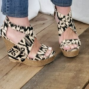 ❤ Gorgeous black and cream print wedge heels❤